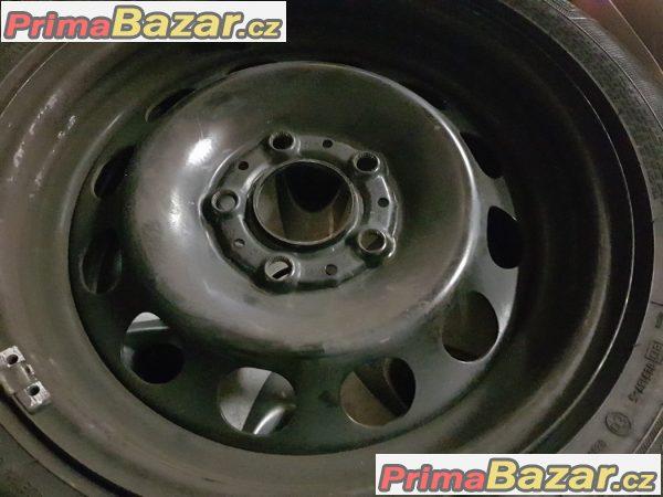 plechove disky s poklici letni pneu 80% vzorek bmw 6777784 5x120 6.5jx16 is42 pneu goodyear runflat 195/55 r16 87
