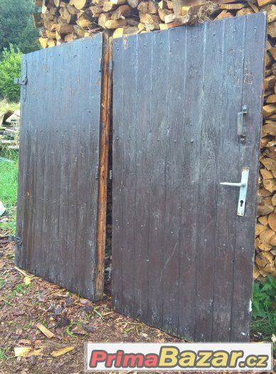 Prodám masivní celodřevěná vrata