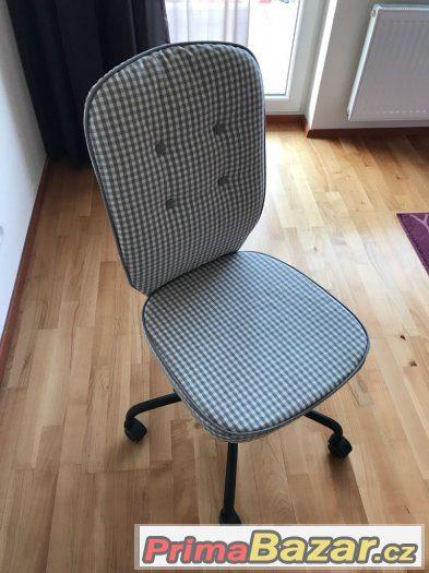 Kolečková židle - kostkovaná