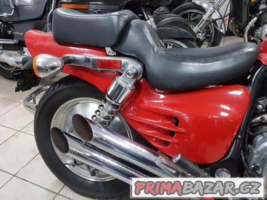Honda Magna vf 700 vf 750  krásna lame ako novy