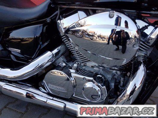 Honda SHADOW 750 krásna lame ako nový 2008 roku
