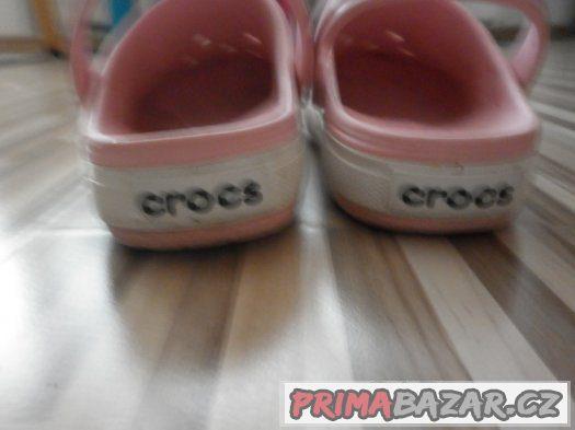 dívcí ružové pantofle Crocs