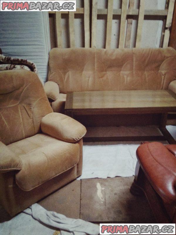 Sedacka a stolek