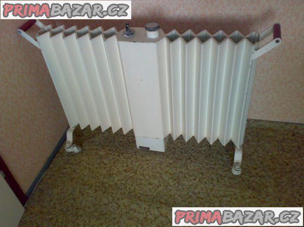 Prodám starožitný radiátor na kolečkách.