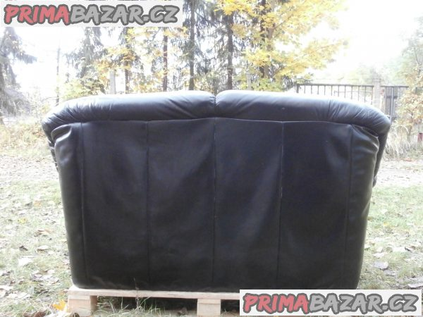 Kožená sedačka, barva černá