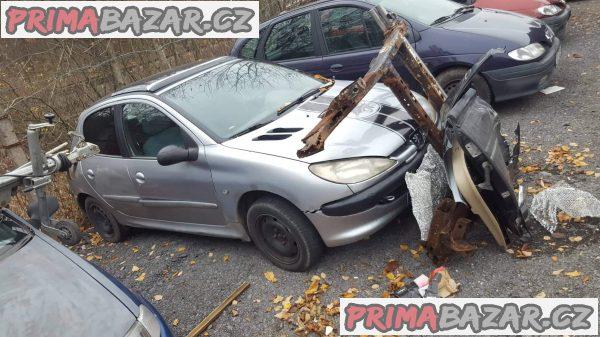 prodám náhradní díly z tohoto vozu Peugeot 206 1