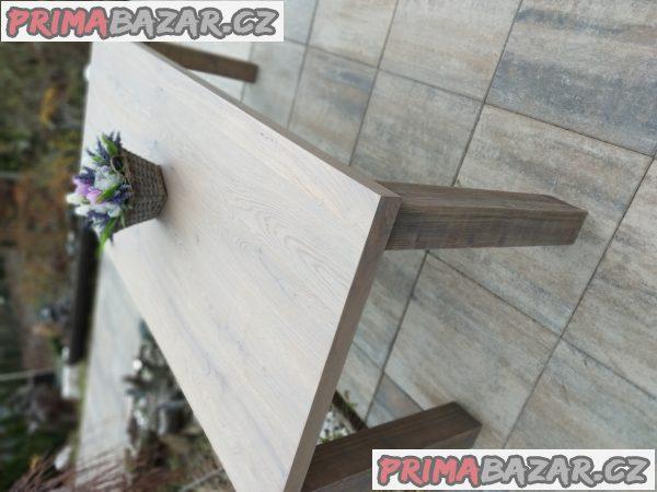 Stoly z dubové podlahy