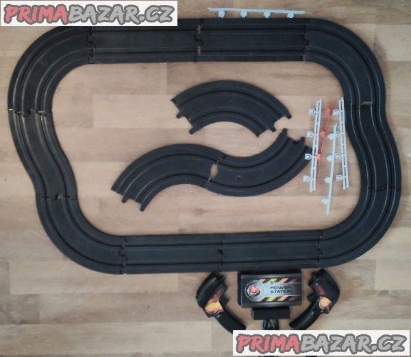 Autodráha Jysk Pure Racing - kompletní, ale bez autíček.