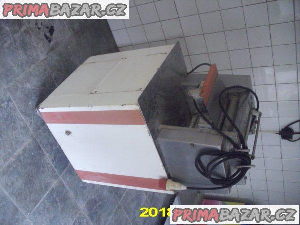Rohlíkovací stroj