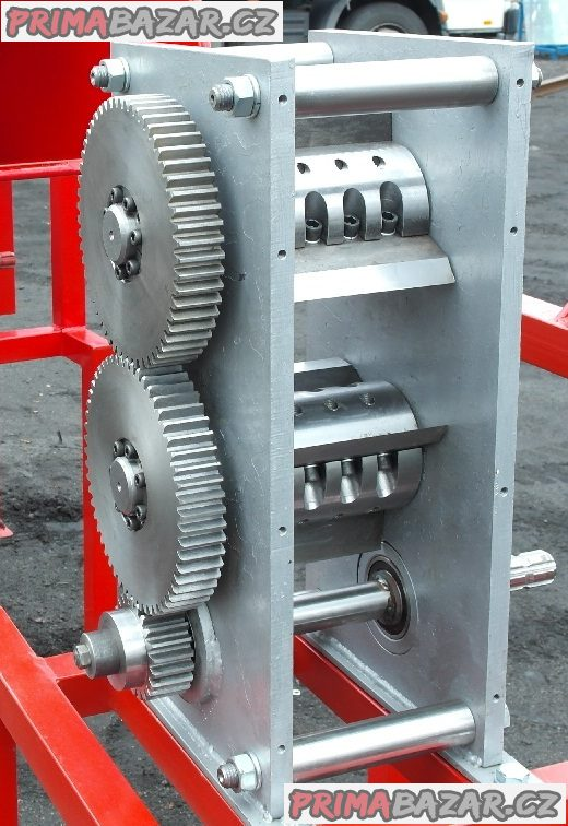 Drtič větví, štěpkovač- špalíkovač RS 100 do 10cm