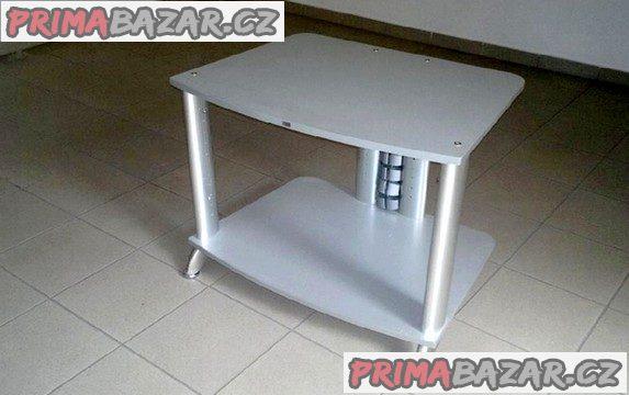Elegantní, víceúčelový stolek v perfektním stavu