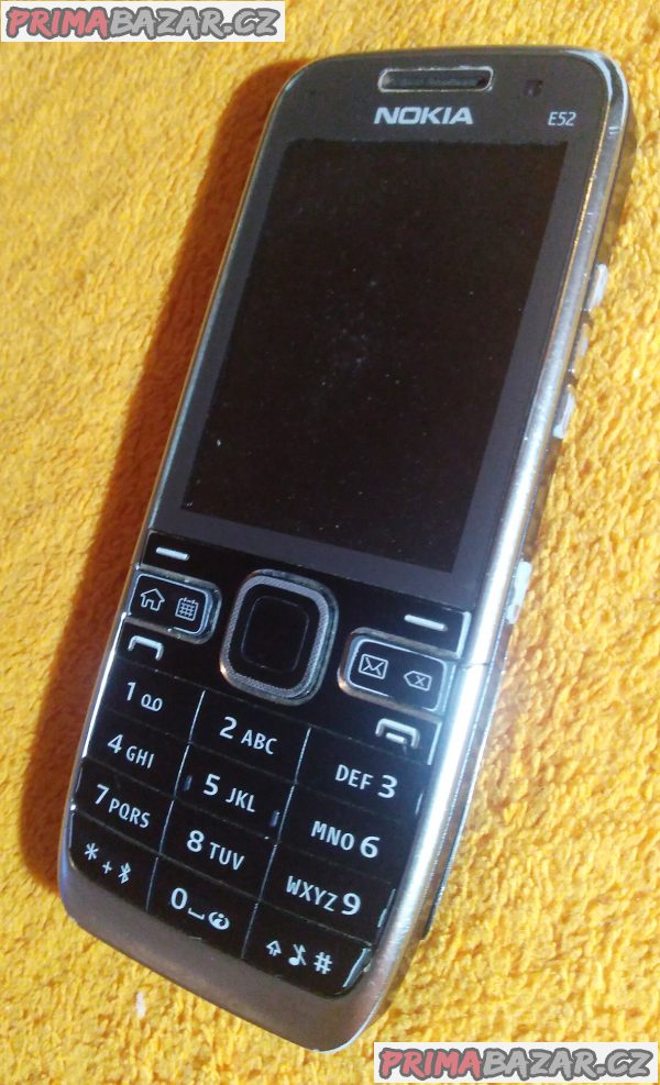 Nokia E52-1 - k opravě nebo na náhradní díly!!!