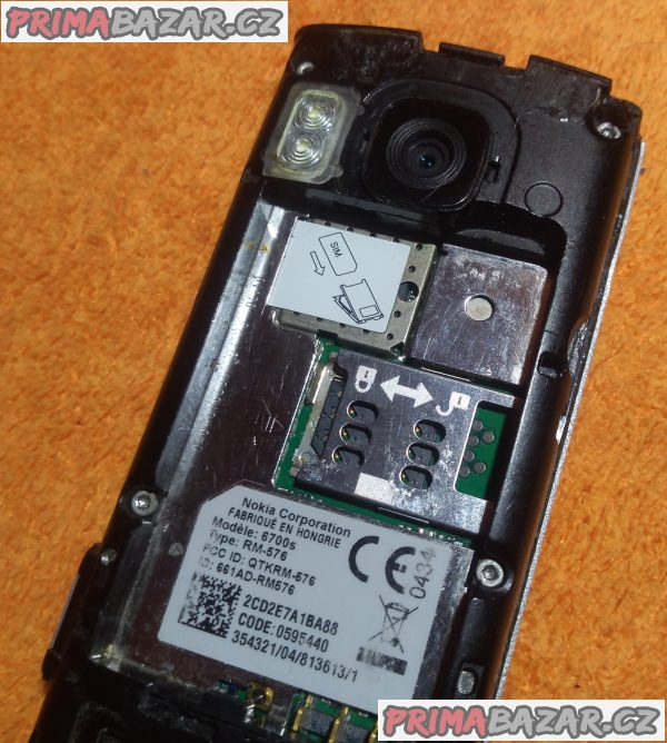 Výsuvná Nokia 6700s - na náhradní díly nebo kopravě!!!