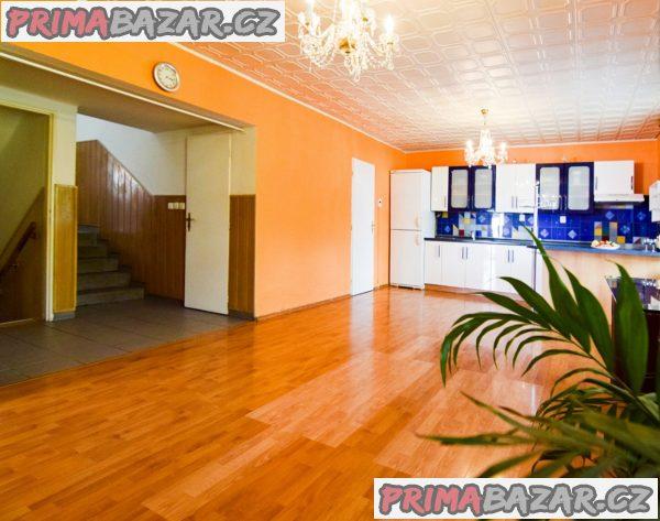 Prodej rodinného domu 275 m2, pozemek 940 m2