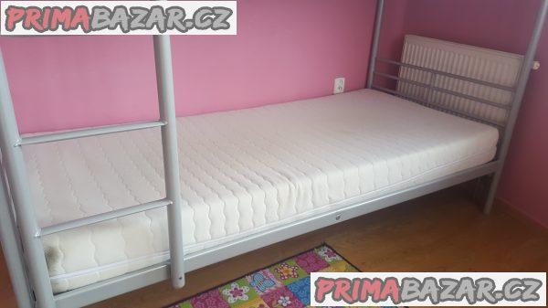 Kovová patrova postel