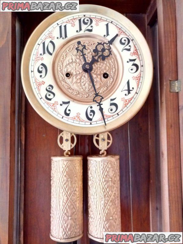 Starožitné závažové hodiny Gustav Becker z roku 1887 po kompletní renovaci.