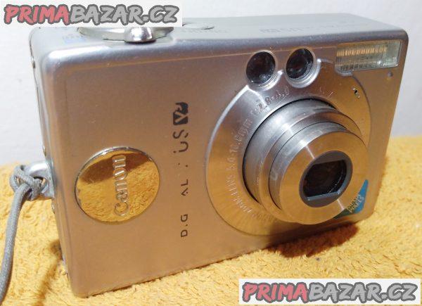 Digitální foťák a kamera Canon S230.