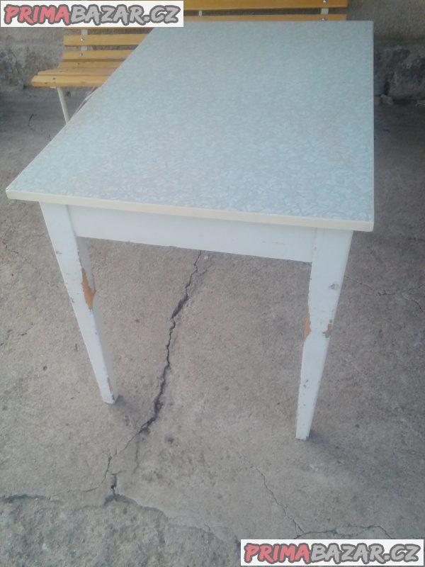 Starý kuchyňský stůl