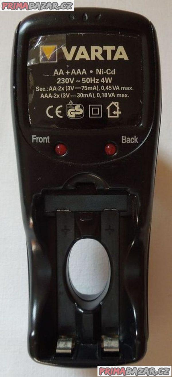 Zástrčková nabíječka baterií VARTA pro nabití 4 ks AA/AAA nabíjecích baterií