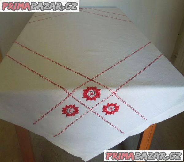 Vyšívaný velký ubrus na jídelní stůl 136x136 cm, NOVÝ - TOP STAV