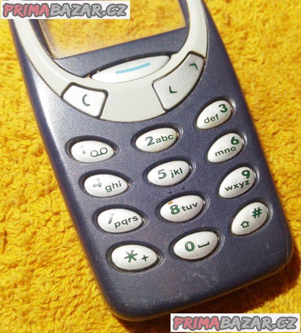 Nokia 3310 - vrchní kryt s klávesnicí a středový plast.