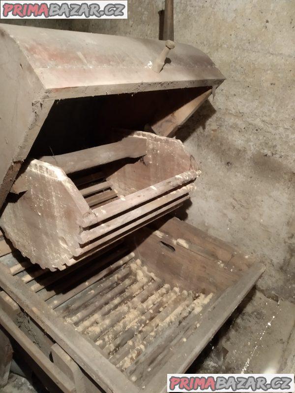 Stará dřevěná pračka