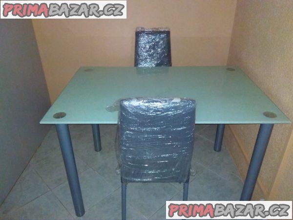 Jídelní stůl + 4 židle