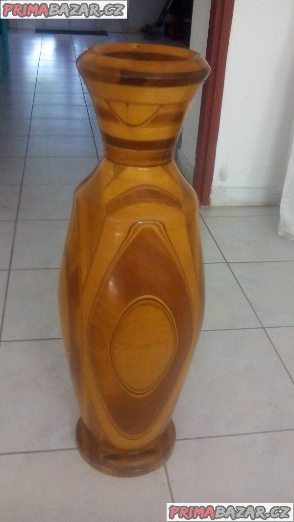 Dřevěná váza