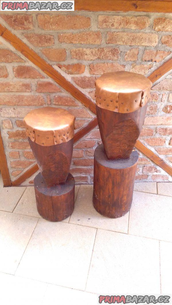 Dřevěné masivní sezení