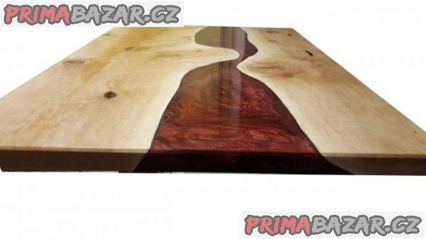Jídelní stůl z masivu a pryskyřice