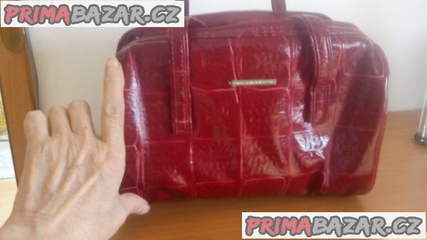 Červená kabelka benetton