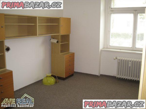 Prodej bytu, zděný dům, 3+1/L (78m2), ul. Něvská, Praha 9 – Čakovice.