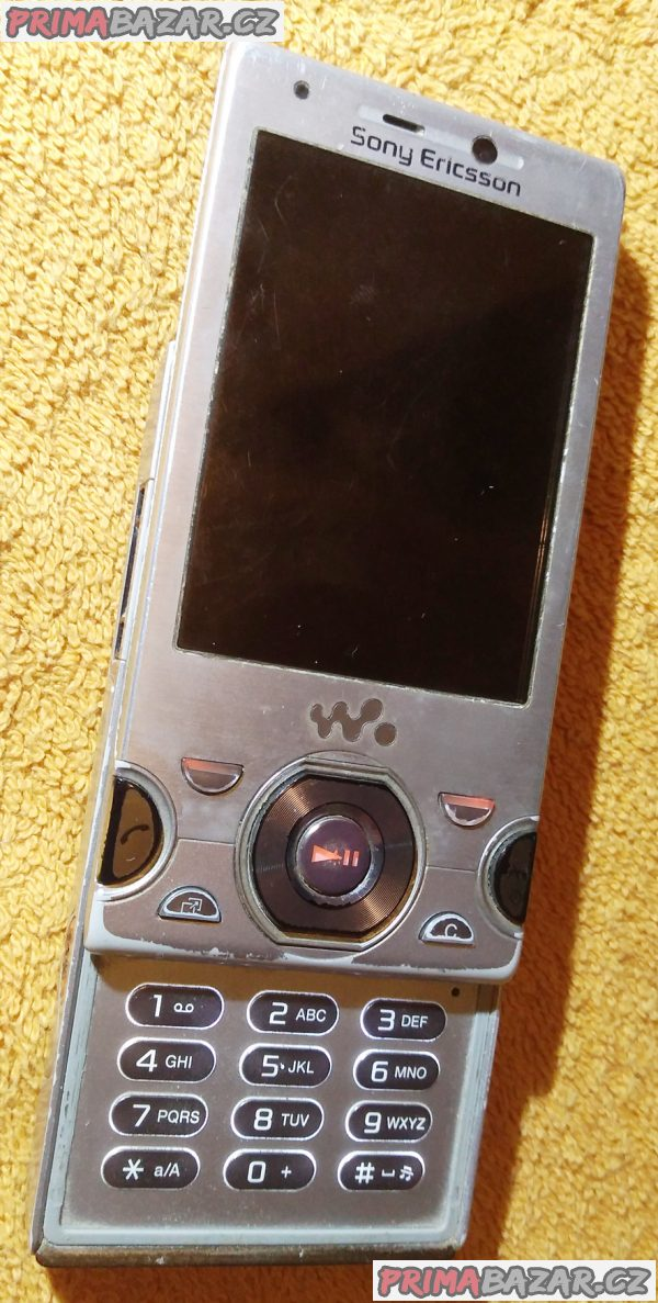 Výsuvný Sony Ericsson W995 - k opravě nebo na náhradní díly!!!