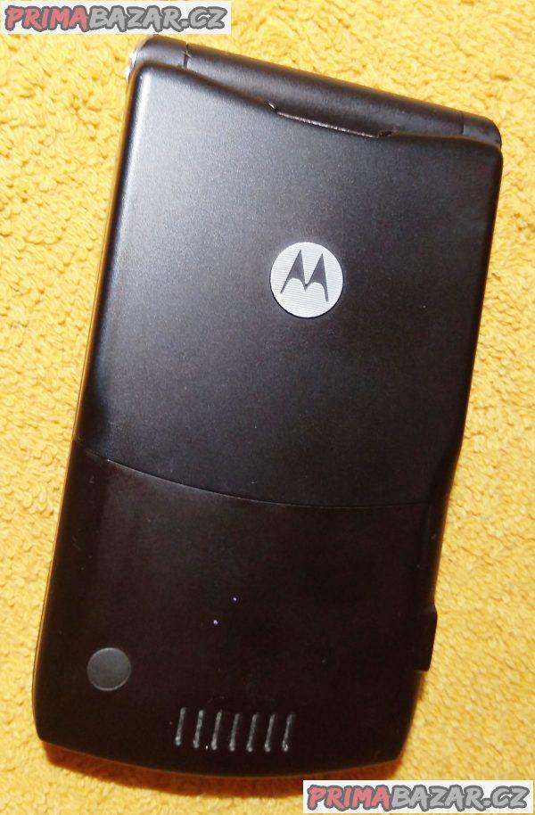 Véčko Motorola RAZR V3 - jako nový, ale nejde malý displej!!!
