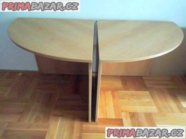 Prodám dva  stejné, rohové pracovní  stoly.