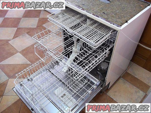 Myčka nádobí vestavná MIELE G 661 SC hnědá tři koše