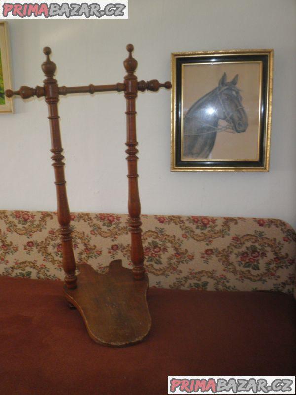 Dřevěný zouvák (němý sluha), 19. stol