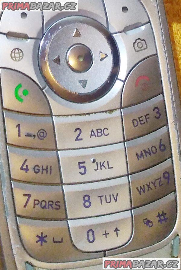 Výklopná Motorola V360 - k opravě nebo na náhradní díly!!!