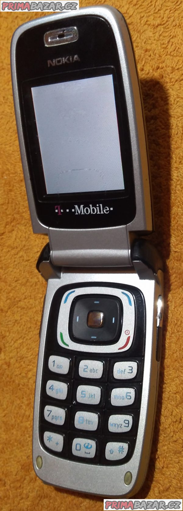 Výklopná Nokia 6103 - funkční s vadným displejem!!!