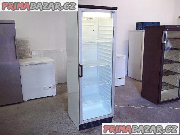 Prosklená lednice chladnice vitrína CARRIER FKG 371