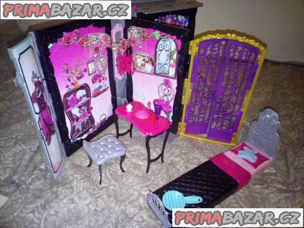 Domeček pro panenky ve tvaru knihy
