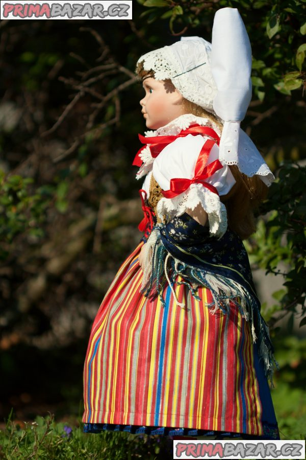 Panenka v kroji - plzeňský