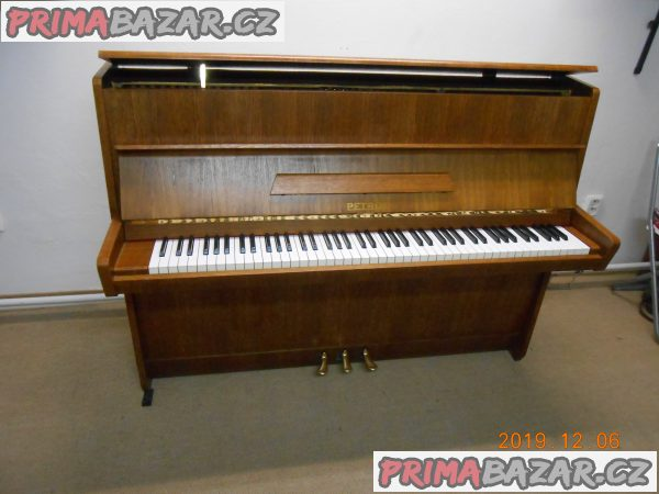 pianino-zn-petrof-106