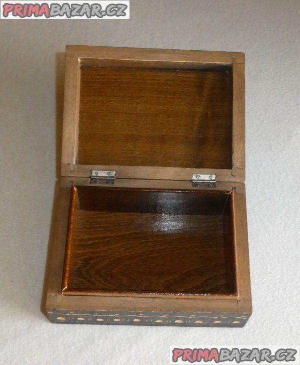 Šperkovnice dřevěná 60. léta - krásná ruční práce