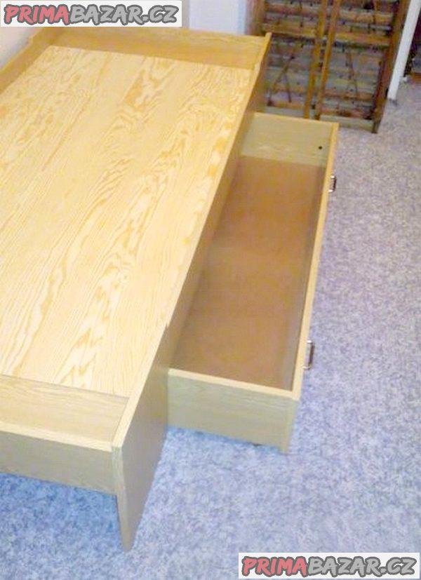 Postel s úložným prostorem, možno i s matrací.