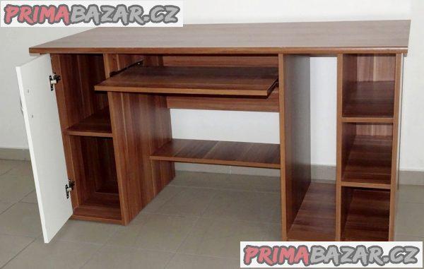 Velký a pevný  psací stůl