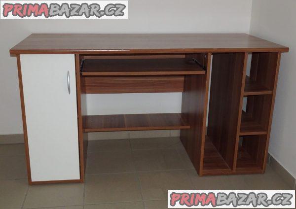 Pevný a velký psací stůl