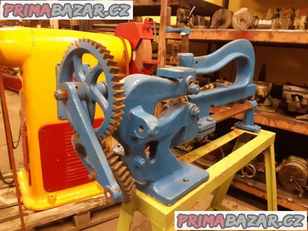 Klempířský řezací stroj na plech