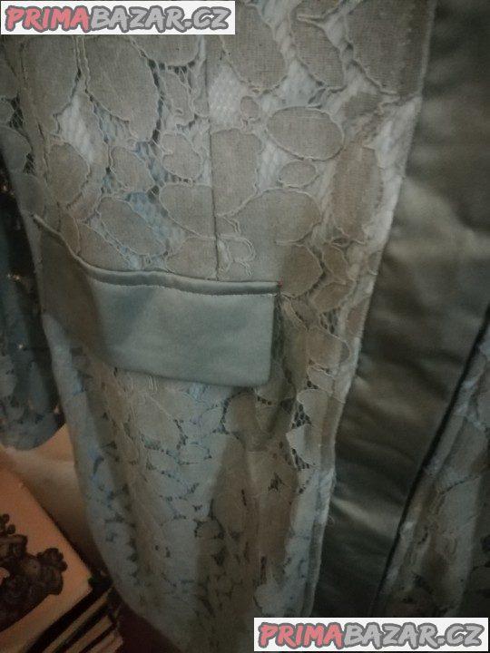 Propínací krajkové šaty Boohoo