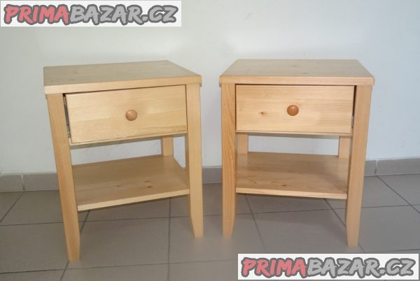 Dvě stejné, víceúčelové komody – stolky.